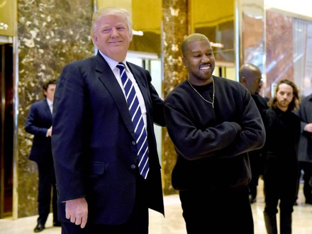 Kanye West com o presidente dos Estados Unidos, Donald Trump, em dezembro de 2016.TIMOTHY A. CLARY / AFP