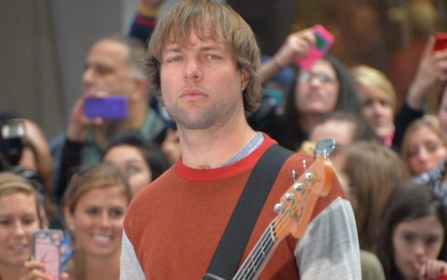 Mickey Madden está fora do Maroon 5