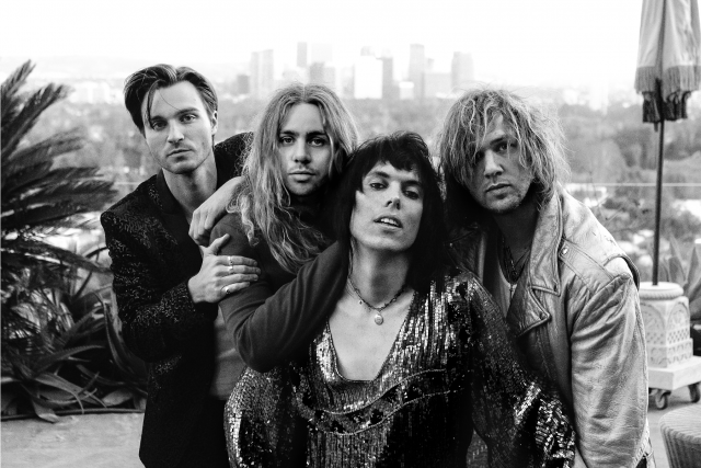 """Another Hit of Showmanship"", The Struts with Albert Hammond Jr."