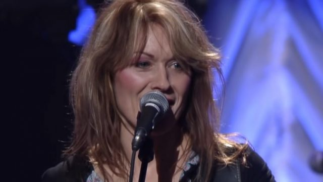 Nancy Wilson and Heart live in 2002 - thebandheart / Youtube